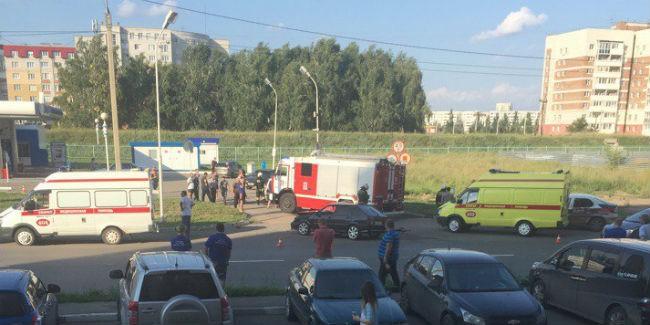 НаВатутина вОмске столкнулись «Ниссан» иВАЗ— есть пострадавшие
