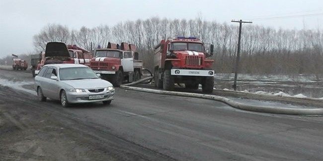 Дорога насевере Омской области оказалась на100% разрушена из-за паводка