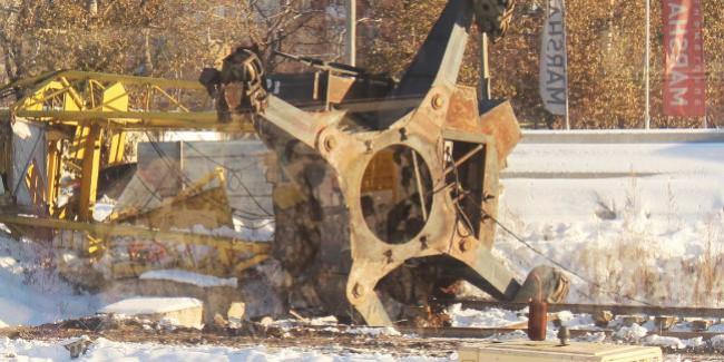 Впадении крана наулице Жукова вОмске обвиняют инспектора Ростехнадзора