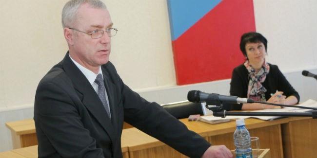 Омского экс-чиновника приговорили кштрафу, который оннебудет платить