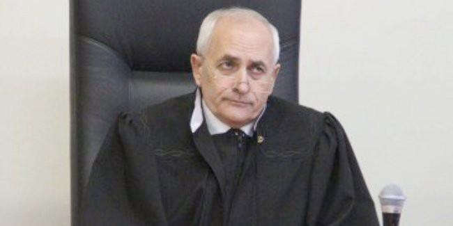 ВОмске судья Москаленко захотел, однако несмог уйти вотставку