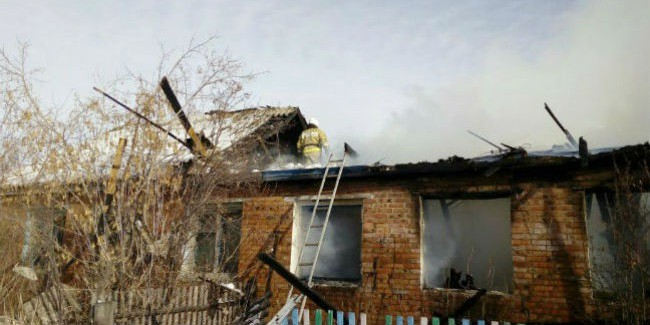 Пожар под Омском: погибли две девушки иихдедушка