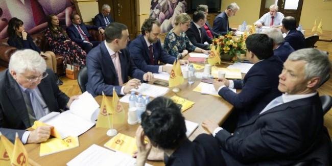 Окружению губернатора БУРКОВА удалось пока отодвинуть МАЛОФЕЕВА от «Справедливой России»