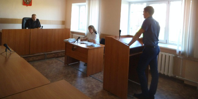 Омский следователь, пойманный навзятке отмосковского юриста, осужден на 4 года