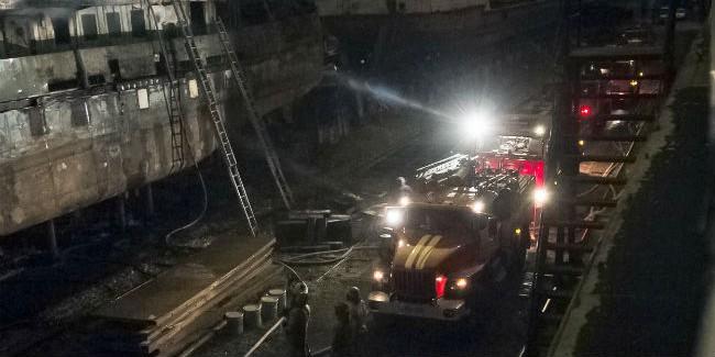 c0a236ed23b8 Омским пожарным понадобилось 9 часов и 15 минут на тушение двух кораблей  ОТА-879