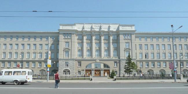 Омский университет лишили аккредитации перед самым выходом студентов
