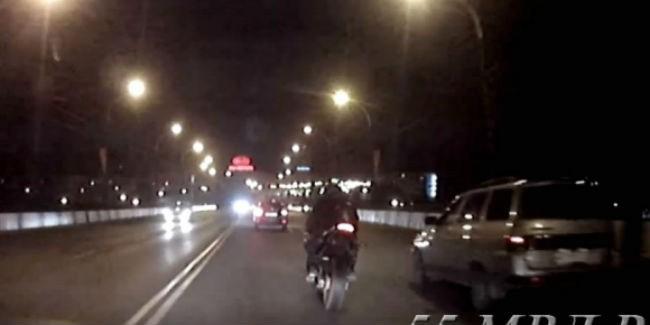 ВОмске милиция задержала мужчину напохищенном вИталии мотоцикле