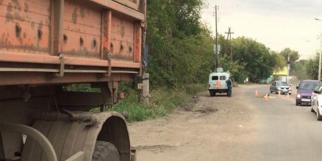 ВОмске женщина погибла под колесами автомобиля «КамАЗ»