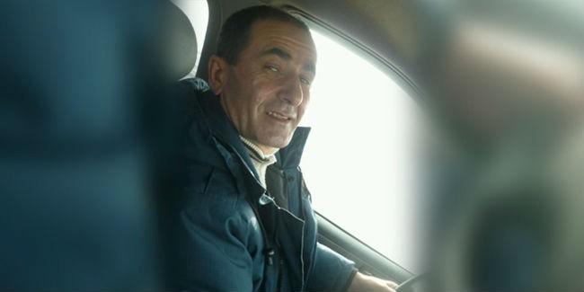 ВОмске шофёр сбил женщину стремя детьми и исчез