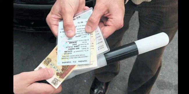 ВОмске три инспектора ДПС получили взятку в 40 тыс. руб.