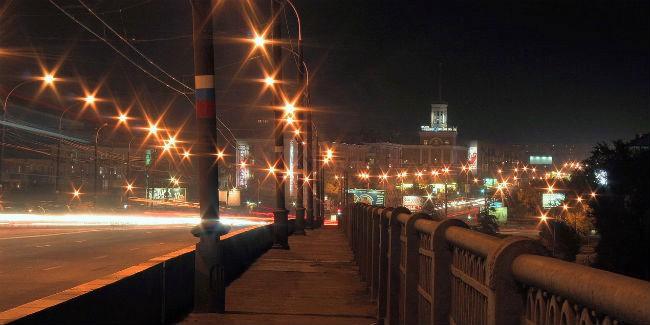 НаЛенинградском мосту вОмске столкнулись 3 автомобиля