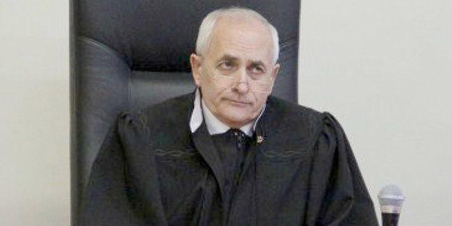 Судью Москаленко, обвиняемого вполучении взятки, обнаружили повешенным вОмске