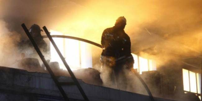 Четверо омских пожарных пострадали при тушении гаража