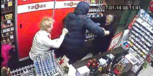 Омские продавщицы отобрали уразбойника ветку ивыгнали его наулицу