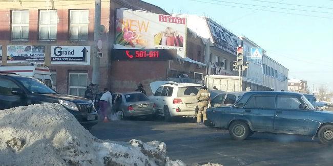 При столкновении 3-х авто вОмске пострадали три человека