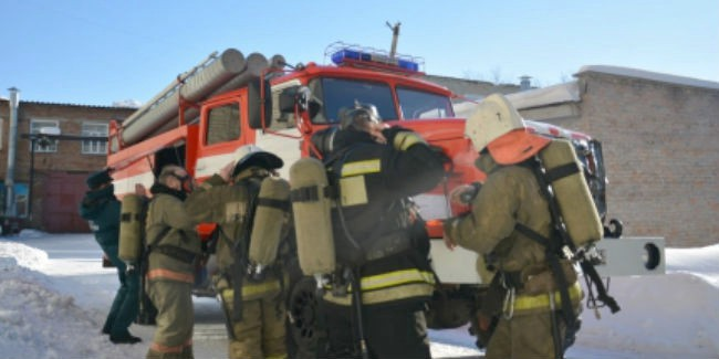Изобщежития ОмГМУ эвакуировали 350 студентов из-за пожара вподвале