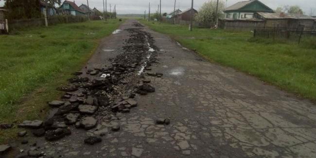 ВОмской области сельчанин угнал трактор иперепахал асфальт