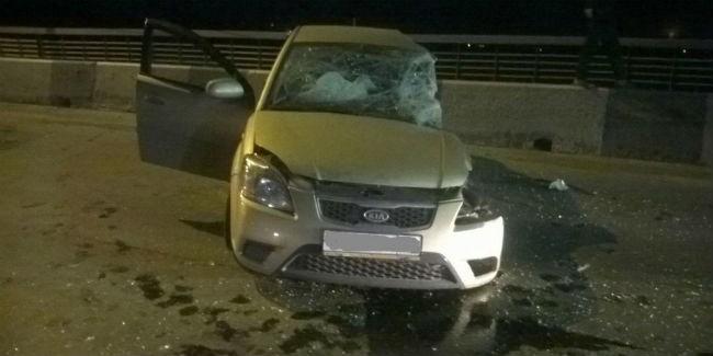 В Омске водитель «Гелендвагена» ночью на мосту спровоцировал массовую «бойню» машин