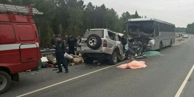 Тойота врезалась вавтобус свахтовиками натрассе вУватском районе