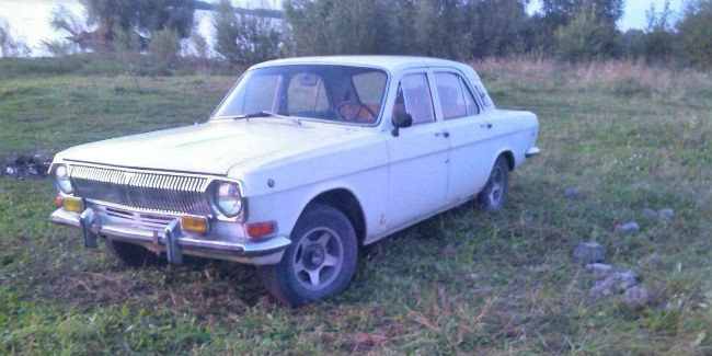 Шофёр «ГАЗ-24» разбился вДТП под Омском