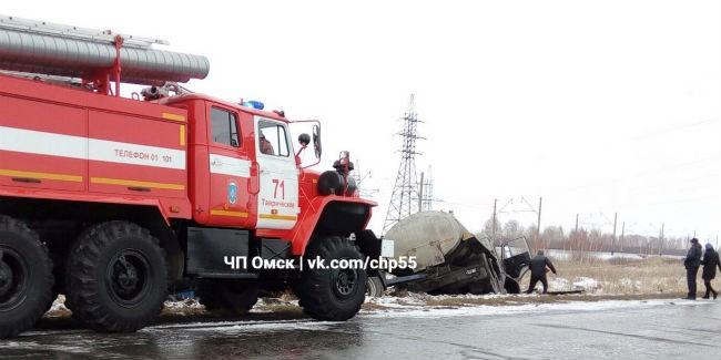Русская Поляна: шофёр иномарки умер встолкновении сКамАЗом надороге Омск
