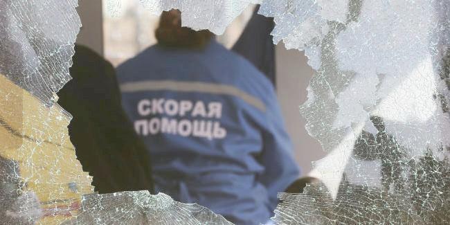 Занападение на медработника  омичка заплатит 15 тыс.  руб.