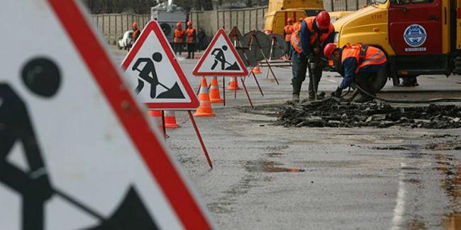 Омичей просят плакаться наразрушающиеся дороги