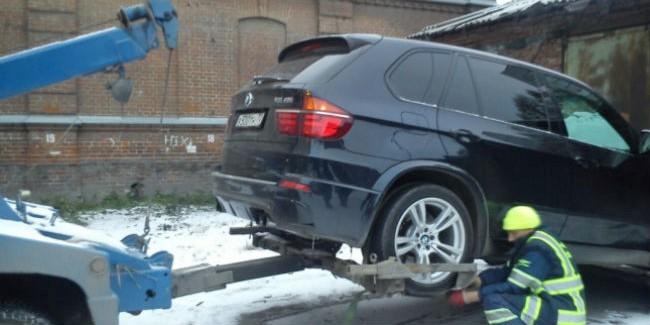 Уомича отобрали БМВ X5 зачужой долг
