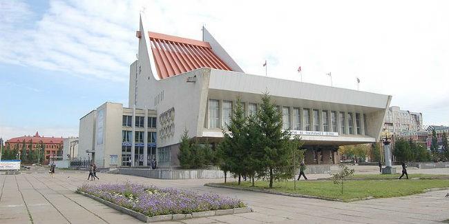 ВОмском музыкальном театре представили основного кинорежиссера и иных новых артистов