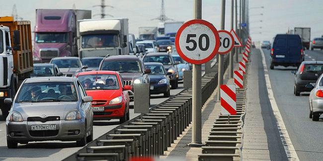 Двораковский принял решение уменьшить максимально разрешенную скорость на трассах вОмске