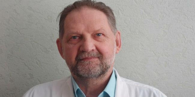 Детский хирург изОмска стал заслуженным медиком