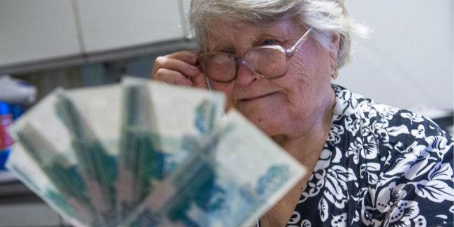Пенсионерам поднимут социальную пенсию на2,9%