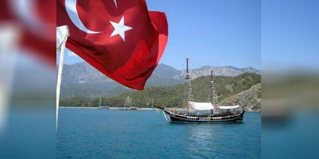 Российские туроператоры начали приостанавливать продажи туров в Турцию