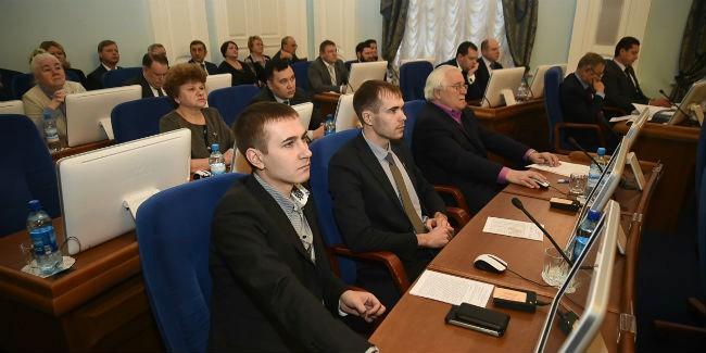 Расходы депутатов Заксобрания Омской области сократили натреть