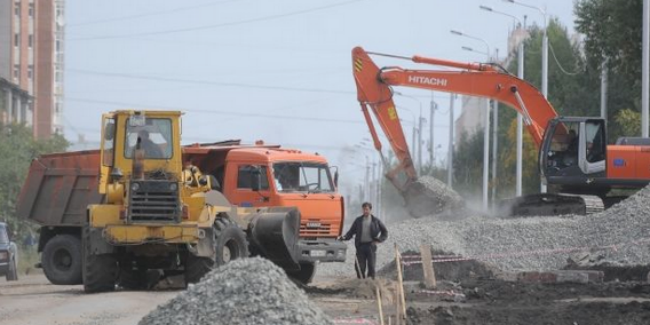 Омские дорожники начали чинить дороги за собственный счёт