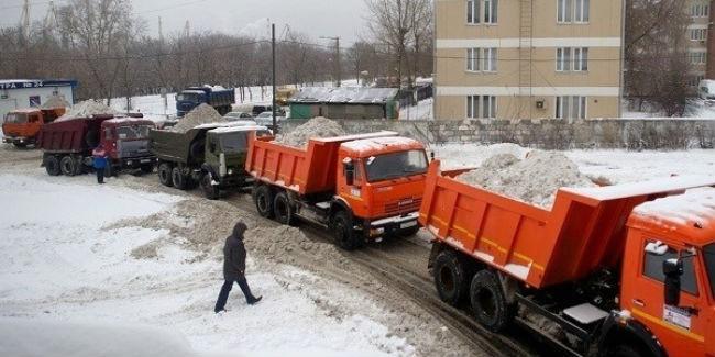 Снег сомских улиц вывозят 427 спецмашин