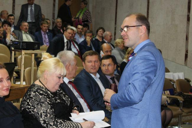 Вгорсовете тайно выбрали спикером экс-главу МЧС поОмской области