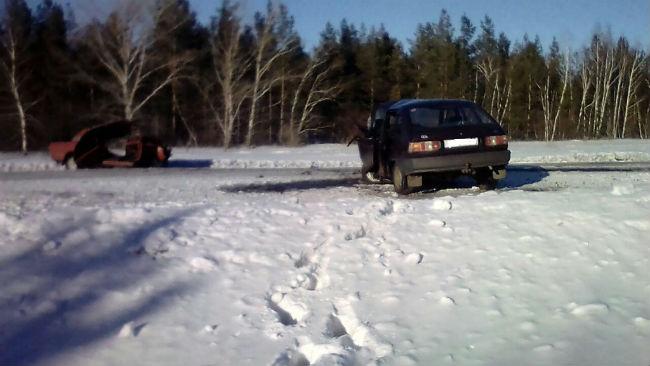 Влобовом столкновении вОмской области пострадали трое