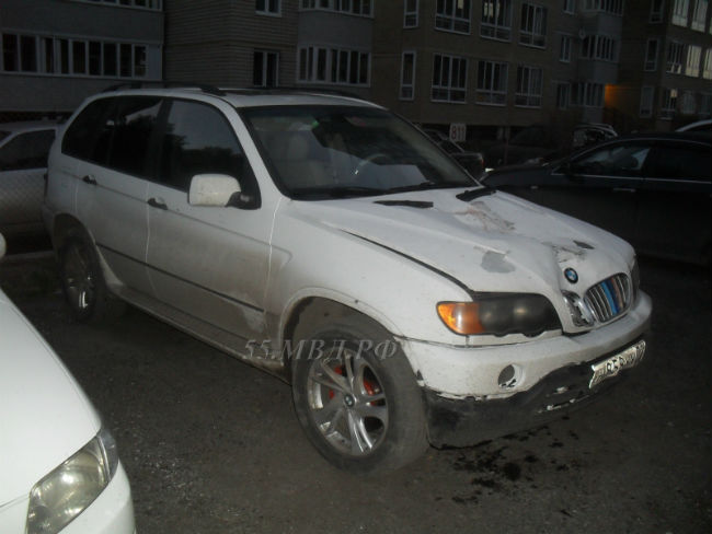 Наулице Лукашевича шофёр BMW-Х5 сбил 2-х уличных рабочих