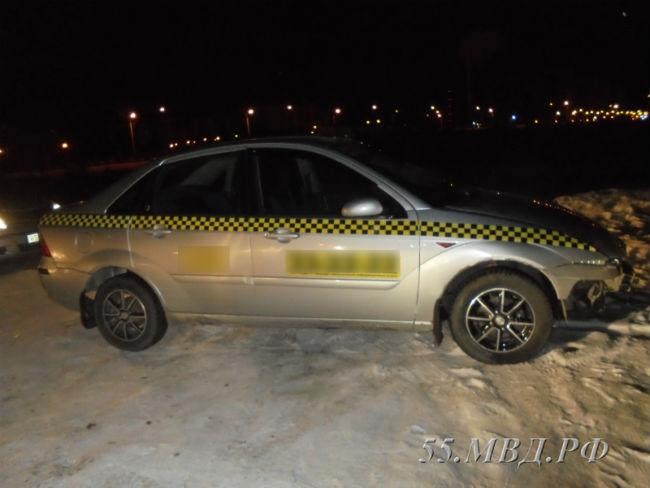 Омич угнал такси, угрожая шоферу пистолетом