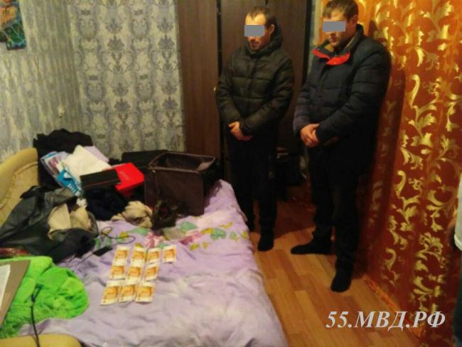 ВОмской области двое мужчин расплатились замашину фальшивками