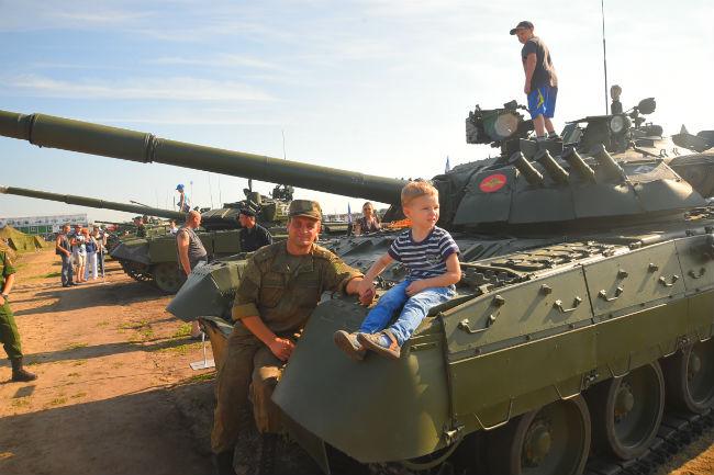 ВОмске вконкурсе «Рембат» участвует неменее 120 единиц военной техники