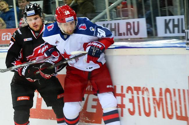 «Авангард» напоследних минутах игры уступил ЦСКА вматче стабильного чемпионата КХЛ