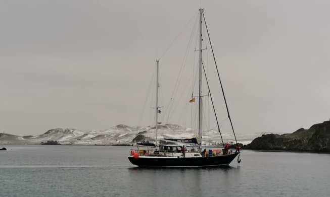 Яхта в шторм | 391x653