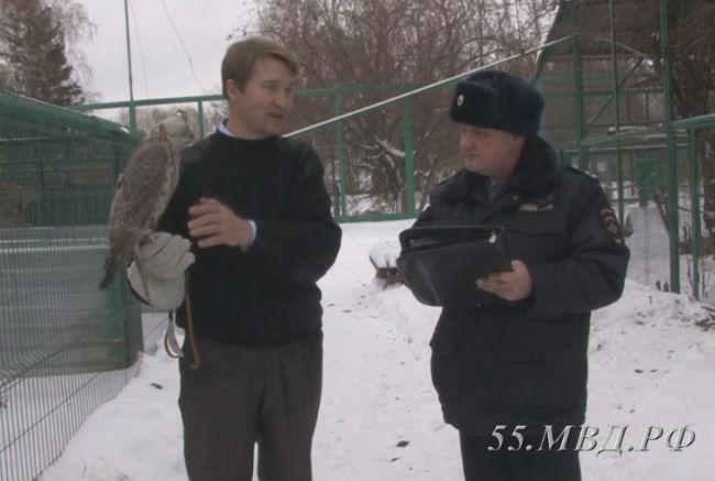 ВОмской области судят 5 человек законтрабанду краснокнижных птиц