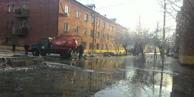 Из-за прорыва трубы вОмске пострадали 10 домов ишкола